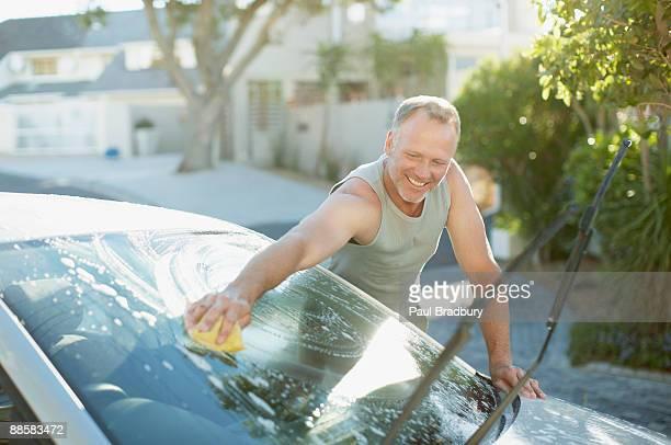 Mann Waschen Auto-Windschutzscheibe