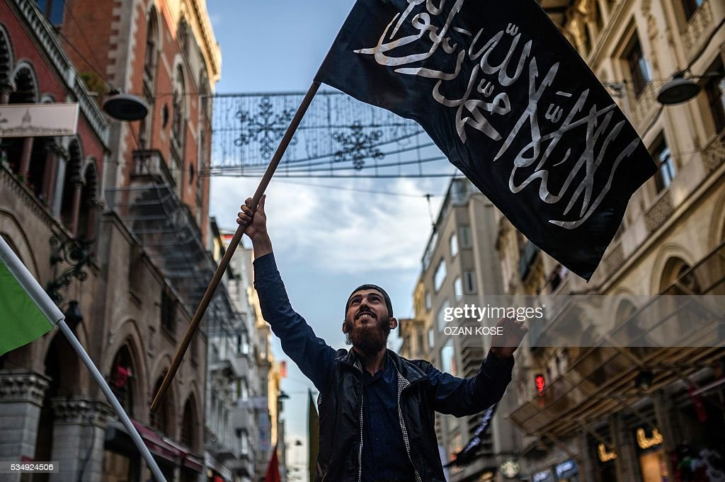 A man waves a black flag during a rally on May 28, 2016 in Istanbul, to mark the 6th anniversary of 2010 Mavi Marmara flotilla incident, when Israeli naval commandos seized control of the Turkish ship Mavi Marmara, part of a flottila attempting to break the Gaza blocade, and resulting in the death of ten Turkish individuals. The crowd gathered in iconic istiklal avenue under the banner of the pro-Islamic Humanitarian Relief Foundation (IHH), one of the organisers of the flotilla that tried to break an Israeli sea blockade of the Hamas-controlled Palestinian territory. / AFP / OZAN