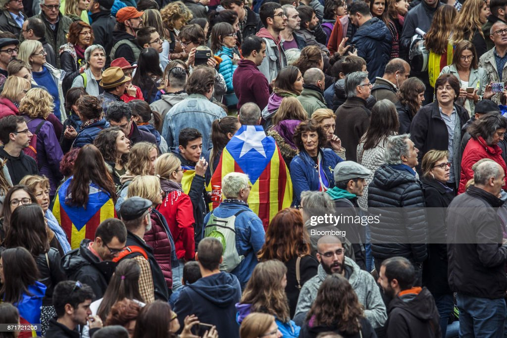 A man wearing a Catalan Estelada flag stands among protesters outside the Generalitat regional government offices in Sant Jaume square calling for 'Freedom for political prisoners' during a regional strike called by pro-independence union in Barcelona, Spain, on Wednesday, Nov. 8, 2017. Spanish Prime MinisterMariano Rajoyinvoked extraordinary powers last month to reassert his authority over Catalonia and fire Catalan presidentCarles Puigdemont and his government.Photographer: Angel Garcia/Bloomberg via Getty Images