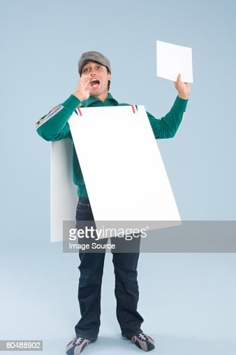 A man wearing a sandwich board : Foto de stock