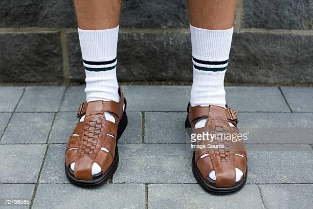 Man wearing sandalias