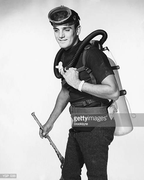 Uomo con Attrezzatura subacquea speargun, trasporto