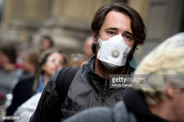 A man wears an anti smog mask on a day of environment alert due to air pollution Due to poor air quality the Municipality of Turin temporarily...