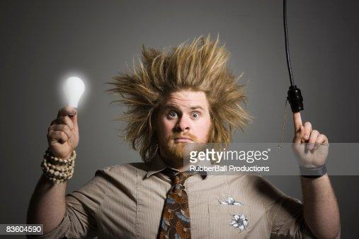 uomo lampadina : Uomo con una lampadina