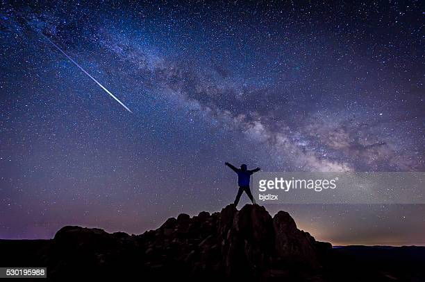 男性、明るい シューティング スター に銀河系 銀河