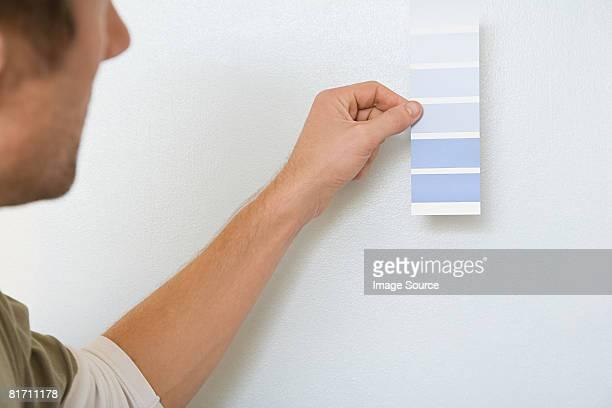 Homme avec Tableau couleur