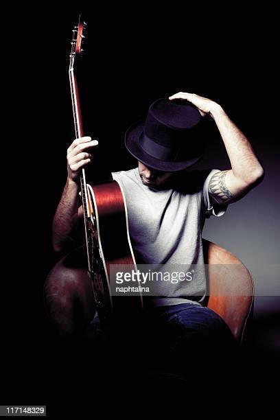 Homme avec chapeau guitare Ajuster