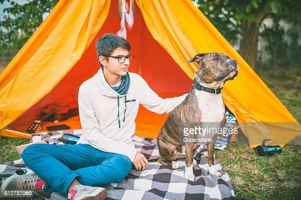 Mann mit seinem Hund