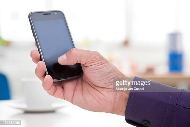 Mann mit Mobile Smartphone