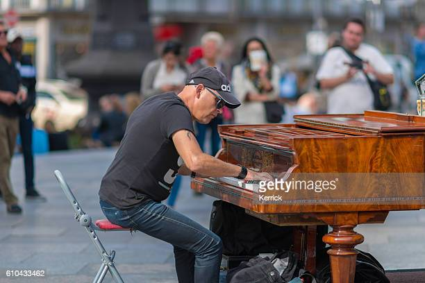 Man with piano in Cologne plays for the people