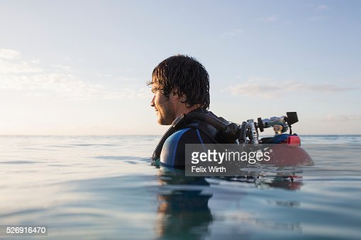 Man with scuba diving equipment in sea : Stock-Foto