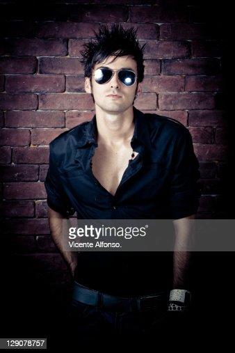 Man with sunglasses : Bildbanksbilder