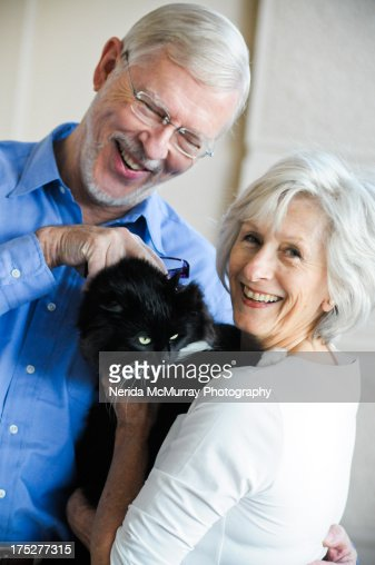 Man & woman with cat : Stock-Foto