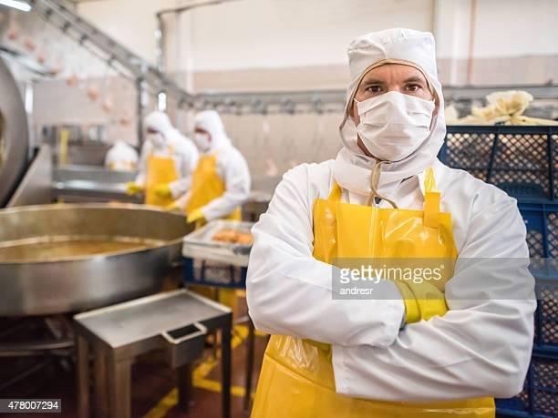 働く男性の工場でのお食事