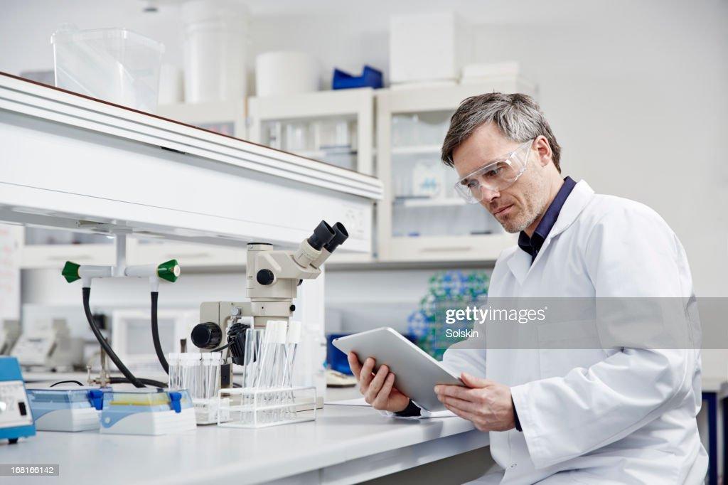 Man working in laboratory : Stock Photo