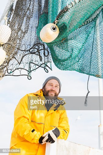 Man working on commercial shrimp boat : Foto stock