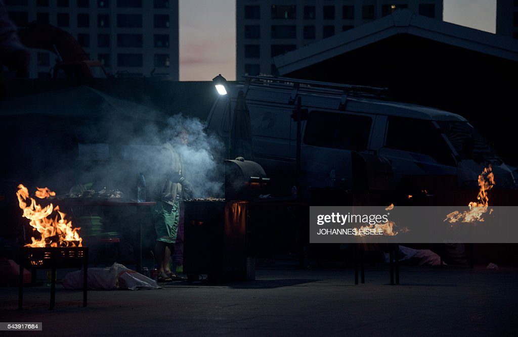 A man works at a BBQ in the suburbs of Ulan Bator on June 30, 2016. A landslide election victory by Mongolia's opposition is a stinging rejection of the government's failed economic policies, analysts and voters said, as the country struggles to turn its vast natural resources into national wealth. The Mongolian People's Party (MPP) won 65 out of 76 seats in the State Great Hural parliament. / AFP / JOHANNES