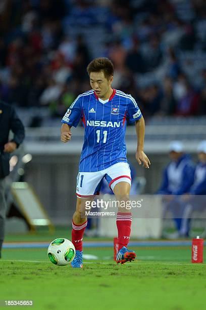 Manabu Saito of Yokohama F Marinos in action during the JLeague match between Yokohama FMarinos and Sanfrecce Hiroshima at Nissan Stadium on October...