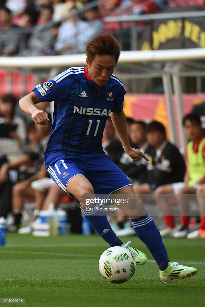 <a gi-track='captionPersonalityLinkClicked' href=/galleries/search?phrase=Manabu+Saito&family=editorial&specificpeople=8042784 ng-click='$event.stopPropagation()'>Manabu Saito</a> of Yokohama F.Marinos dribbles the ball during the J.League match between Nagoya Grampus and Yokohama F.Marinos at the Toyota Stadium on May 4, 2016 in Toyota, Aichi, Japan.