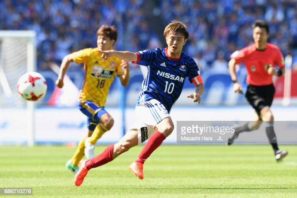 Manabu Saito of Yokohama FMarinos in action during the JLeague J1 match between Yokohama FMarinos and Vegalta Sendai at Nissan Stadium on May 20 2017...