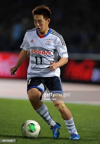 Manabu Saito of Yokohama FMarinos in action during the JLeague match between Kawasaki Frontale and Yokohama FMarinos at Todoroki Stadium on December...