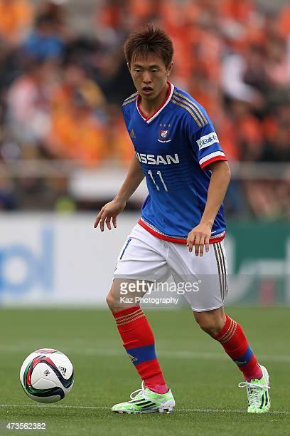 Manabu Saito of Yokohama FMarinos in action during the JLeague match between Shimizu SPulse and Yokohama FMarinos at IAI Stadium Nihondaira on May 16...