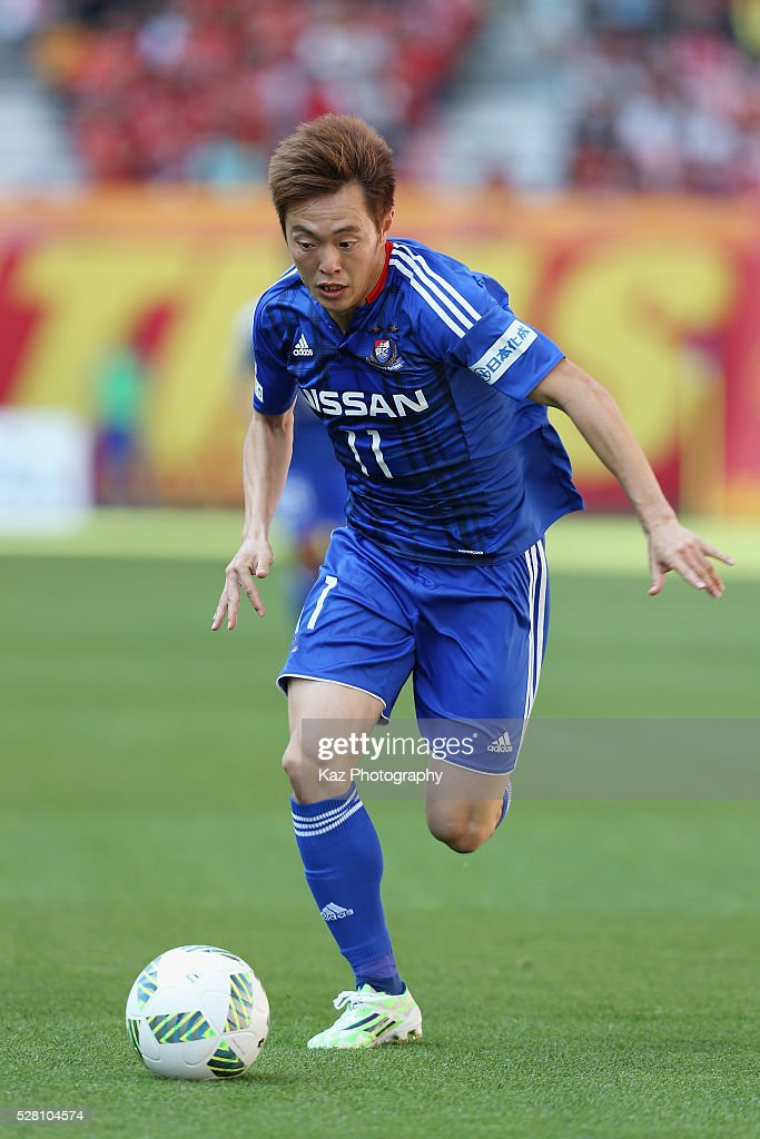 <a gi-track='captionPersonalityLinkClicked' href=/galleries/search?phrase=Manabu+Saito&family=editorial&specificpeople=8042784 ng-click='$event.stopPropagation()'>Manabu Saito</a> of Yokohama F.Marinos in action during the J.League match between Nagoya Grampus and Yokohama F.Marinos at the Toyota Stadium on May 4, 2016 in Toyota, Aichi, Japan.