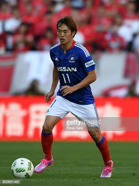 Manabu Saito of Yokohama FMarinos in action during the JLeague match between Urawa Red Diamonds and Yokohama FMarinos at Saitama Stadium on November...