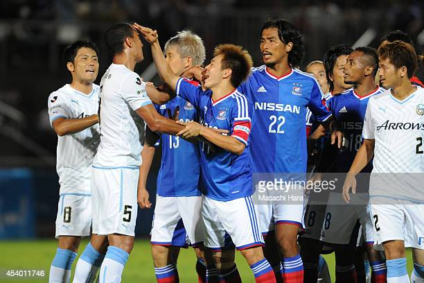 Manabu Saito of Yokohama FMarinos is trying to soothe Jeci during the J League match between Yokohama FMarinos and Kawasaki Frontale at Nippatsu...