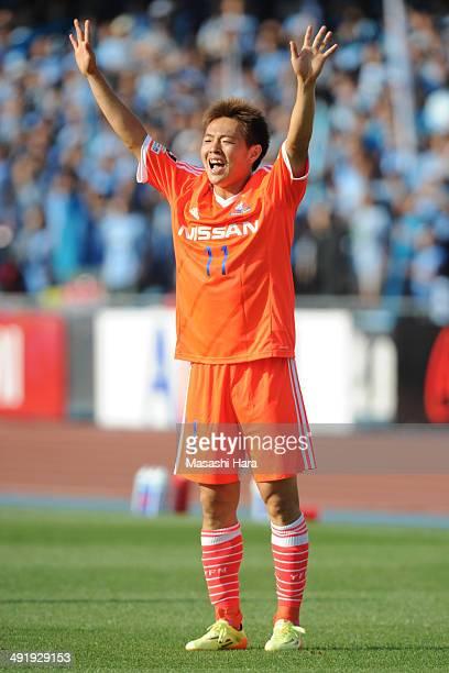 Manabu Saito of Yokohama FMarinos looks on during the JLeague match between Kawasaki Frontale and Yokohama FMarinos at Todoroki Stadium on May 18...