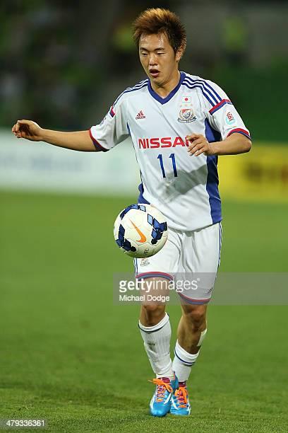 Manabu Saito of Yokohama kicks the ball during the AFC Asian Champions League match between the Melbourne Victory and Yokohama F Marinos at AAMI Park...