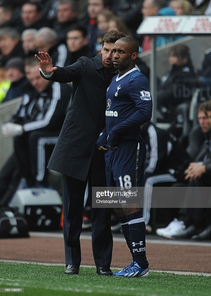 Manager Andre Villas Boas of Spurs talks tactics with Jermaine Defoe during the Barclays Premier League match between Swansea City v Tottenham Hotspur at Liberty Stadium on March 30, 2013 in Swansea, Wales.
