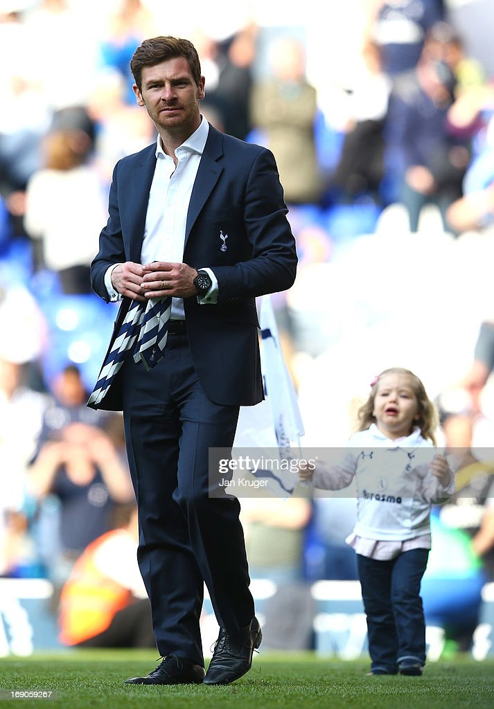 Manager Andre Villas Boas salutes the fans with his daughter during the Barclays Premier League match between Tottenham Hotspur and Sunderland at White Hart Lane on May 19, 2013 in London, England.