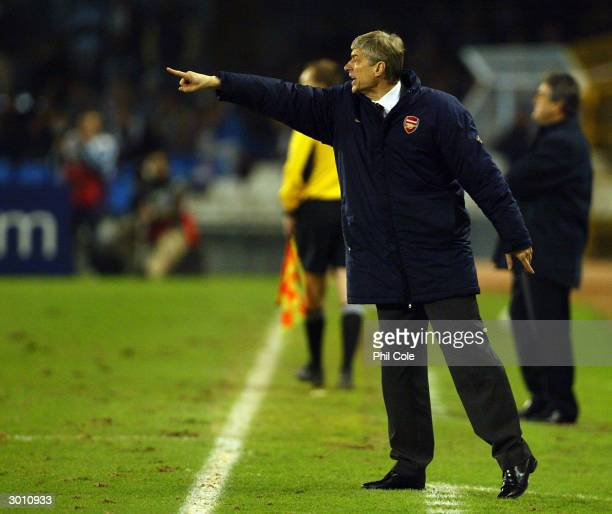 Manager Arsene Wenger of Arsenal instructs his players during the UEFA Champions League match between Celta Vigo and Arsenal at Balaidos Stadium on...