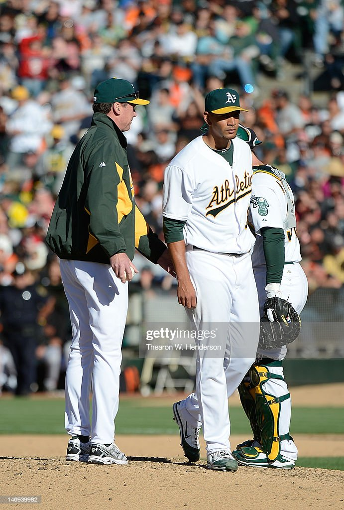 Manager <a gi-track='captionPersonalityLinkClicked' href=/galleries/search?phrase=Bob+Melvin&family=editorial&specificpeople=239192 ng-click='$event.stopPropagation()'>Bob Melvin</a> (L) of the Oakland Athletics takes out pitcher Tyson Ross #66 in the six inning against the San Francisco Giants at O.co Coliseum on June 23, 2012 in Oakland, California.