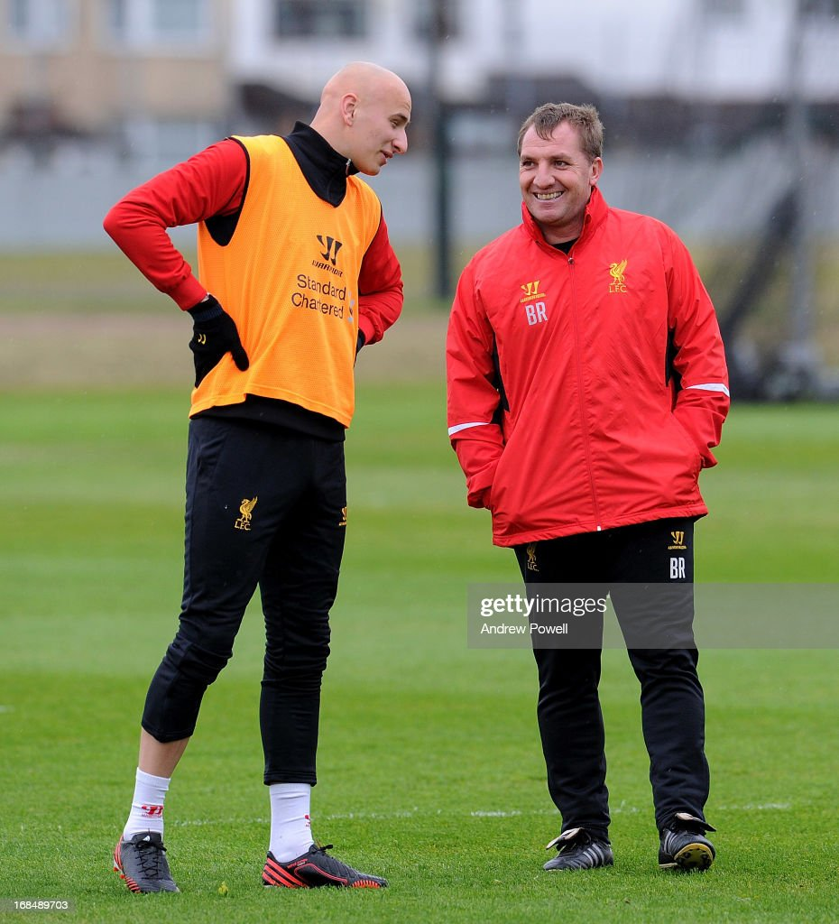 Manager <a gi-track='captionPersonalityLinkClicked' href=/galleries/search?phrase=Brendan+Rodgers+-+Voetbalmanager&family=editorial&specificpeople=5446684 ng-click='$event.stopPropagation()'>Brendan Rodgers</a> (R) of Liverpool talks with <a gi-track='captionPersonalityLinkClicked' href=/galleries/search?phrase=Jonjo+Shelvey&family=editorial&specificpeople=4940315 ng-click='$event.stopPropagation()'>Jonjo Shelvey</a> during a training session at Melwood Training Ground on May 10, 2013 in Liverpool, England.