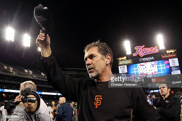 Manager Bruce Bochy of the San Francisco Giants tips his hat to the crowd after defeating the Detroit Tigers to win Game Four of the Major League...