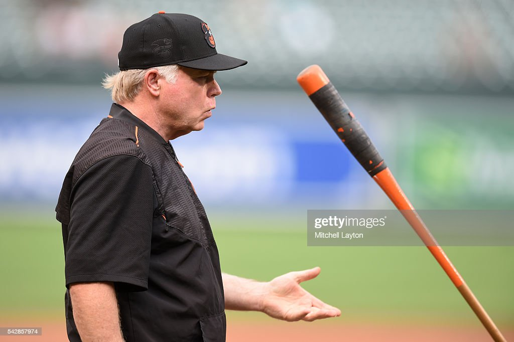 Manager <a gi-track='captionPersonalityLinkClicked' href=/galleries/search?phrase=Buck+Showalter&family=editorial&specificpeople=208183 ng-click='$event.stopPropagation()'>Buck Showalter</a> #26 of the Baltimore Orioles joggles the bat before a baseball game against the Tampa Bay Rays at Oriole Park at Camden Yards on June 24, 2016 in Baltimore, Maryland.