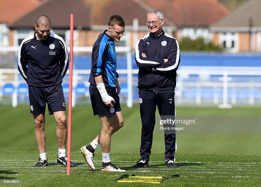 Manager <a gi-track='captionPersonalityLinkClicked' href=/galleries/search?phrase=Claudio+Ranieri&family=editorial&specificpeople=204468 ng-click='$event.stopPropagation()'>Claudio Ranieri</a> (R) shares a joke with <a gi-track='captionPersonalityLinkClicked' href=/galleries/search?phrase=Jamie+Vardy&family=editorial&specificpeople=8695606 ng-click='$event.stopPropagation()'>Jamie Vardy</a> (C) during the Leicester City training session at Belvoir Drive Training Complex on May 05, 2016 in Leicester, United Kingdom.