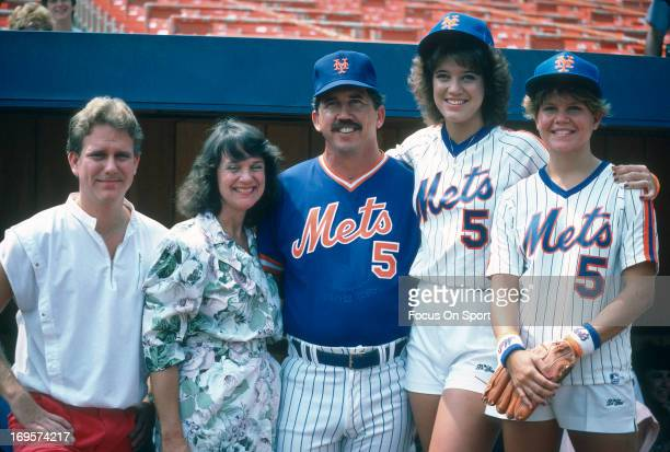 Manager Davey Johnson of New York Mets poses with his family before a Major League Baseball game circa 1986 at Shea Stadium in the Queens borough of...
