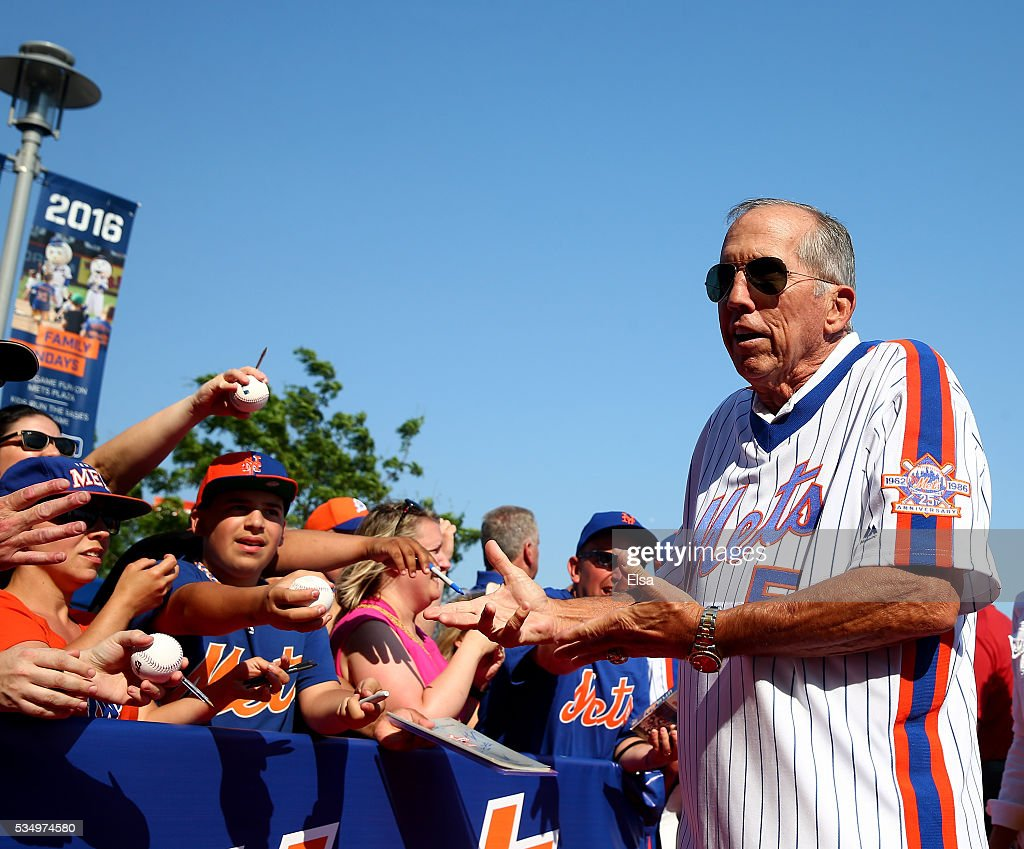 Manager Davey Johnson of the 1986 New York Mets greets fans on the red carpet before the game between the New York Mets and the Los Angeles Dodgers at Citi Field on May 28, 2016 in the Flushing neighborhood of the Queens borough of New York City.The New York Mets are honoring the 30th anniversary of the 1986 championship season.