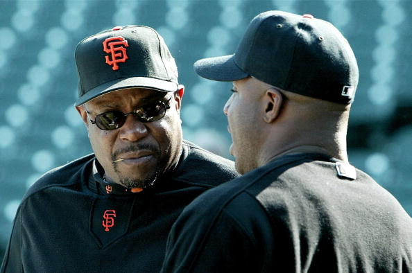 Manager Dusty Baker (L) and Barry Bonds of the San : News Photo