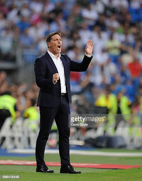 Manager Eduardo Berizzo of Celta de Vigo reacts during the La Liga match between Real Madrid CF and RC Celta de Vigo at Estadio Santiago Bernabeu on...