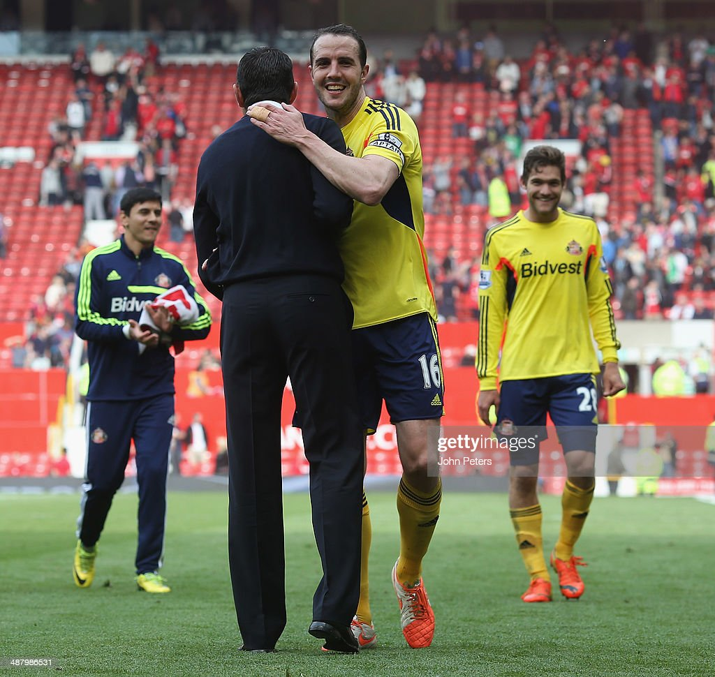 Manager Gus Poyet of Sunderland celebrates with John O'Shea after the Barclays Premier League match between Manchester United and Sunderland at Old Trafford on May 3, 2014 in Manchester, England.