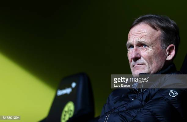 Manager Hans Joachim Watzke of Dortmund looks on during the Bundesliga match between Borussia Dortmund and Bayer 04 Leverkusen at Signal Iduna Park...
