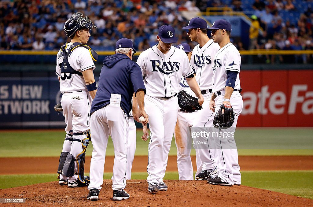 Manager <a gi-track='captionPersonalityLinkClicked' href=/galleries/search?phrase=Joe+Maddon&family=editorial&specificpeople=568433 ng-click='$event.stopPropagation()'>Joe Maddon</a> #70 of the Tampa Bay Rays removes pitcher <a gi-track='captionPersonalityLinkClicked' href=/galleries/search?phrase=Jeremy+Hellickson&family=editorial&specificpeople=2364859 ng-click='$event.stopPropagation()'>Jeremy Hellickson</a> #58 from the game against the Arizona Diamondbacks at Tropicana Field on July 31, 2013 in St. Petersburg, Florida.