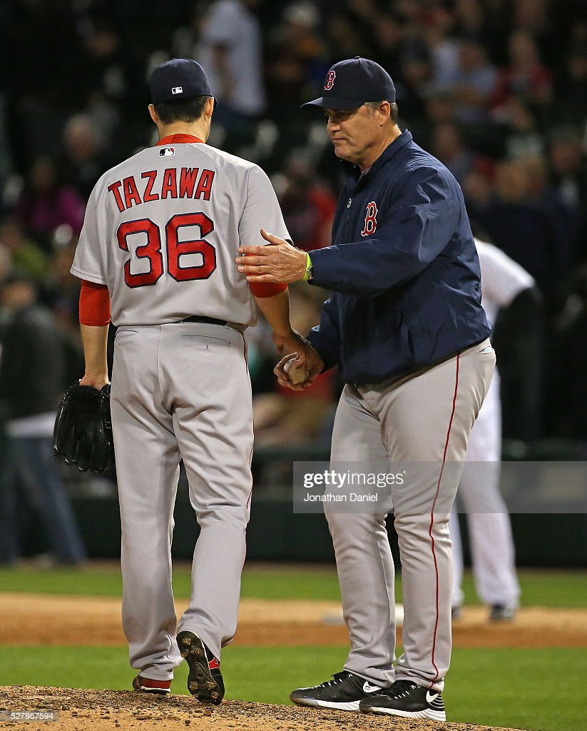 Manager <a gi-track='captionPersonalityLinkClicked' href=/galleries/search?phrase=John+Farrell+-+Treinador+de+basebol&family=editorial&specificpeople=10307520 ng-click='$event.stopPropagation()'>John Farrell</a> #53 of the Boston Red Sox takes <a gi-track='captionPersonalityLinkClicked' href=/galleries/search?phrase=Junichi+Tazawa&family=editorial&specificpeople=4624306 ng-click='$event.stopPropagation()'>Junichi Tazawa</a> #36 out of the game in the 8th inning against the Chicago White Sox at U.S. Cellular Field on May 3, 2016 in Chicago, Illinois. The White Sox defeated the Red Sox 4-1.