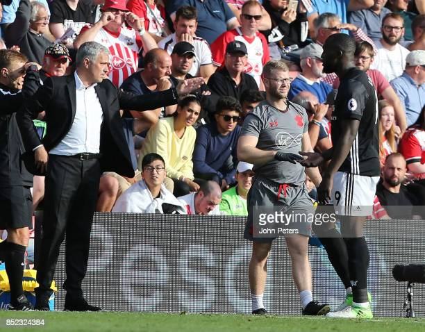 Manager Jose Mourinho of Manchester United speaks to Romelu Lukaku during the Premier League match between Southampton and Manchester United at St...