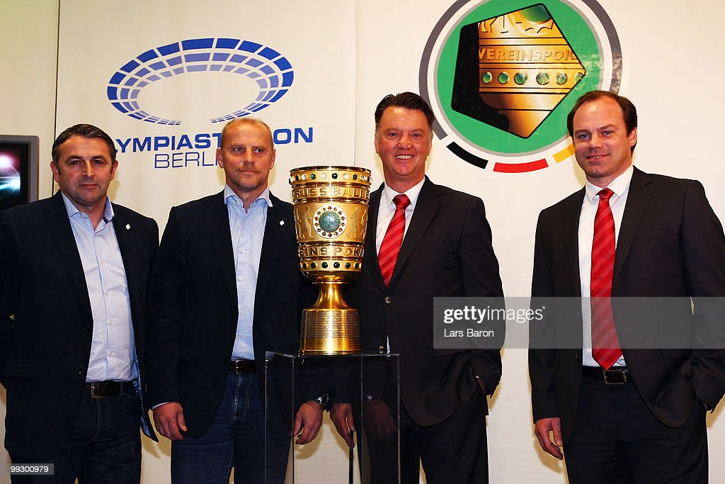 Manager Klaus Allofs Head coach Thomas Schaaf of Werder Bremen head coach Louis van Gaal and sports director Christian Nerlinger of Bayern Muenchen...