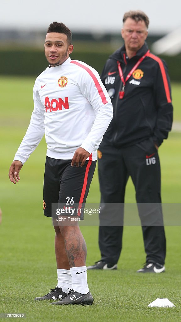 memphis depay 39 s first manchester united training session getty images. Black Bedroom Furniture Sets. Home Design Ideas